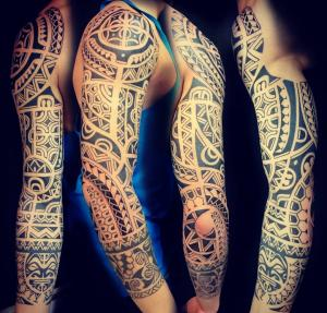 tatuaje maorí polinesio en Barcelona